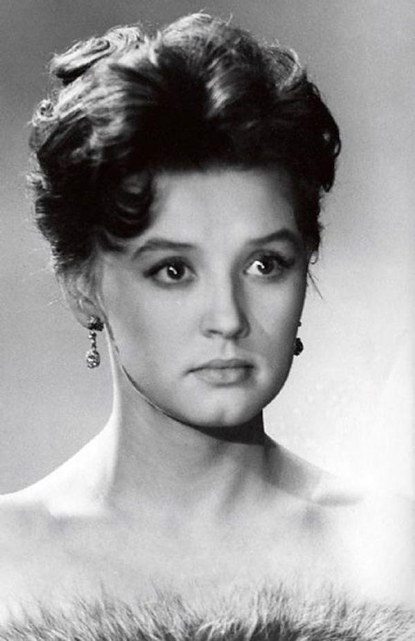 russkie-sovetskie-aktrisi-foto